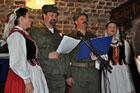 Wspólne śpiewanie pieśni patriotycznych z  Zespołem Pieśni i Tańca