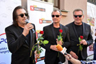 Uroczystość odsłonięcia tablicy pamiątkowej zespołu VOX w Alei Sław
