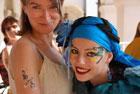 Grupa Atelier Fantastico z Rzymu, uczestnicz�c w Festiwalu Kultury W�oskiej w Zamo�ciu, przyozdobi�a w brokatowe malunki setki dzieci i doros�ych