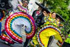 Niezwykle barwny przemarsz zespołów Eurofloku ulicami Zamościa