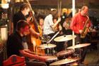 Koncert jazzowy zespołu Cezariusza Gadziny w ogródku Art Jazz Cafe