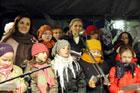 Wspólne śpiewanie kolęd i pastorałek przez  przedstawicieli zamojskich firm i instytucji oraz mieszkańców miasta