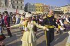 Próba pobicia rekordu Guinessa w  ilości par tańczących poloneza