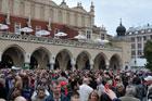 Zakończył się remont największej i najważniejszej w Polsce galerii rodzimej sztuki w Sukiennicach. Dla oczu obrazy i rzeźby, dla uszu koncert muzyki poważnej.